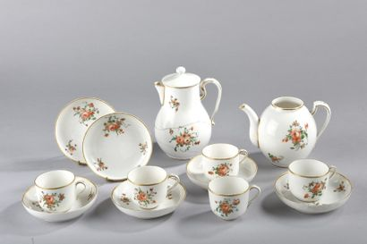 Partie de service à thé et café en porcelaine...