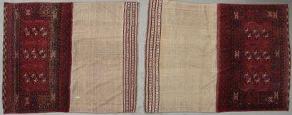 Deux tapis de scelle TCHUVAL. Velours en...
