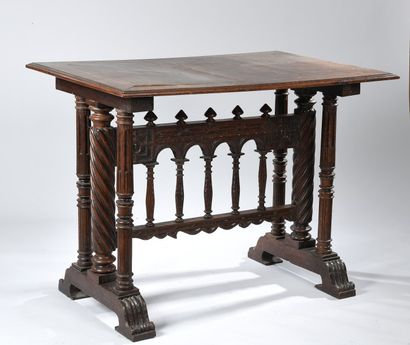 Table haute à piétement sculpté. Style néogothique,...