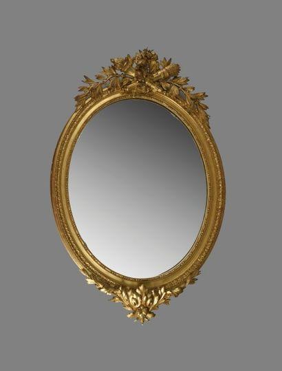 Grand miroir ovale en bois et composition...