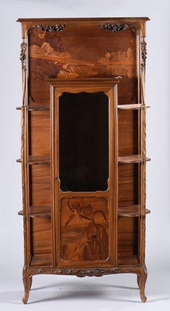 Louis MAJORELLE (1859-1926). Meuble vitrine...