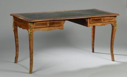 Bureau plat plaqué de bois de rose, style...