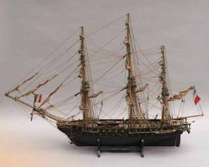 Deux maquettes de voilier dont un pouvant...
