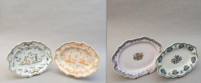 Quatre plats ovales à bordures en faïence...