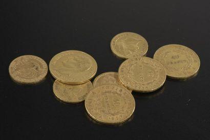 Huit pièces en or : - quatre pièces de 40 francs an XI, an 12, an 13 ou 1811 ; -...