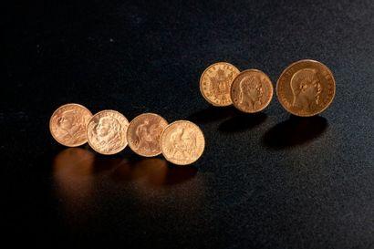 Ensemble de sept pièces en or comprenant...