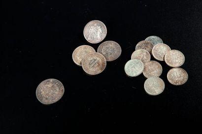 Ensemble de quatorze pièces en argent comprenant...