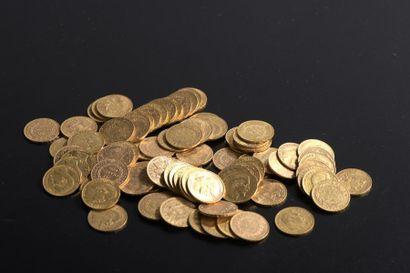 Ensemble de quatre-vingt-neuf pièces d'or...