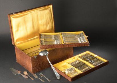 Partie de ménagère en métal argenté à spatule...