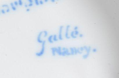 Emile GALLÉ (1846-1904) à SAINT-CLÉMENT Présentoir sur pied en faïence, la bordure...