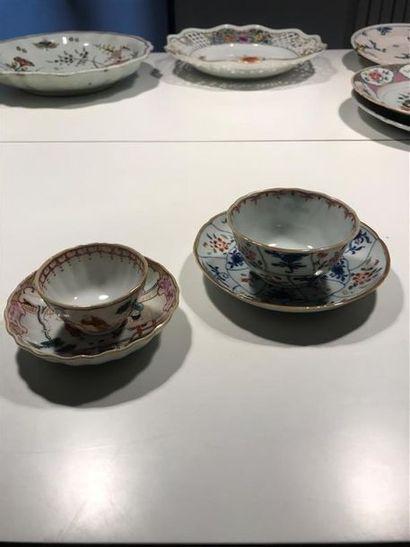 Chine Deux tasses et leur soucoupe en porcelaine,...