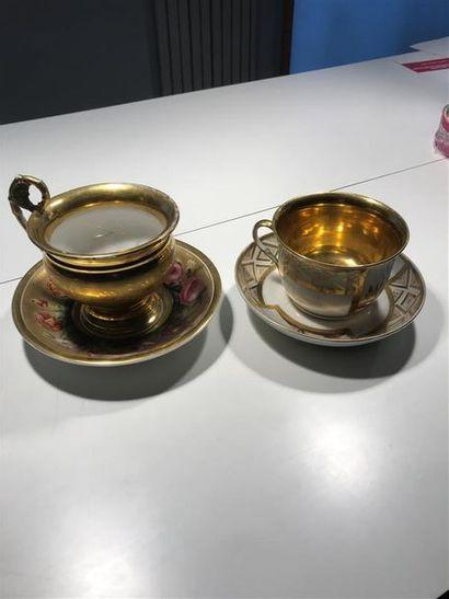 Deux tasses en porcelaine de Paris, décor...