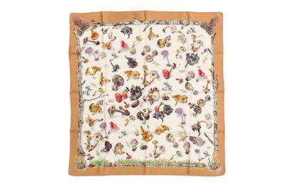 HERMES Carré à décor de champignons, entourage marron (quelques très petites taches...