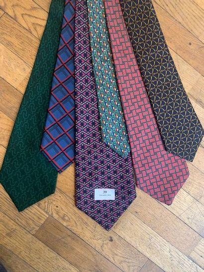 HERMES Lot de 6 cravates