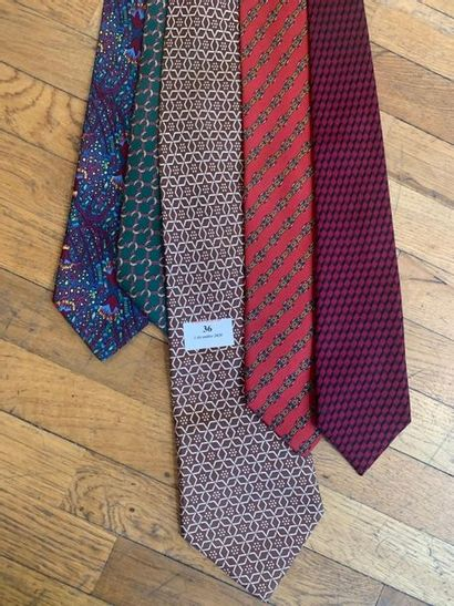 HERMES Lot de 5 cravates