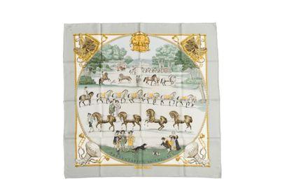 """HERMES Carré """"Présentation de chevaux"""" signé Ledoux, entourage gris perle (tach..."""