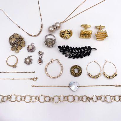 LOT de bijoux et débris en métal.
