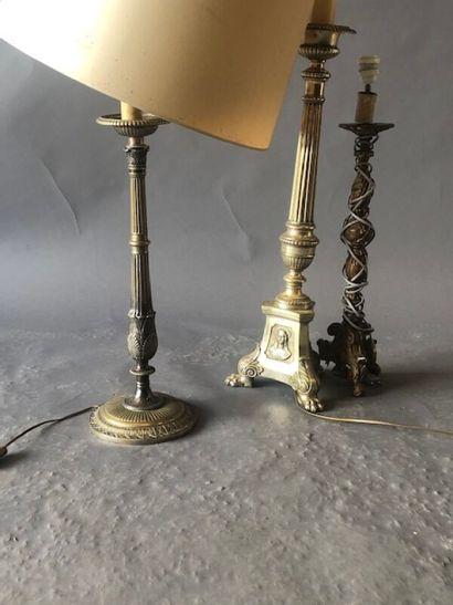 Trois pieds de lampes dépareillés  (un pique-cierge...