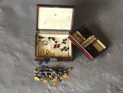 Petit lot de bijoux fantaisie dans un coffret...