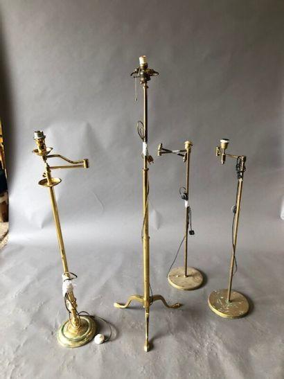 Lot en métal doré comprenant : trois liseuses...