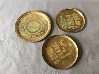 Lot de trois plateaux de cuivre marocains....