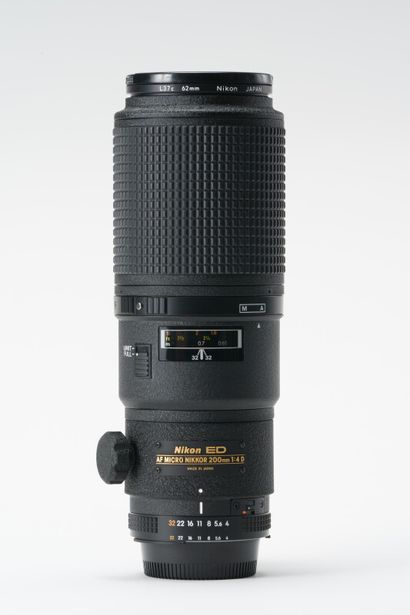 Appareil photographique. Objectif Nikon ED...