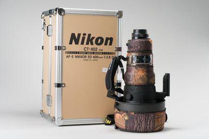 Appareil photographique. Dans valise Nikon,...