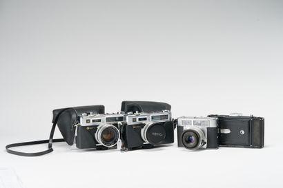 Appareils photographiques, ensemble de quatre...
