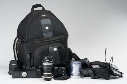 Appareil photographique, accessoires. Ensemble...