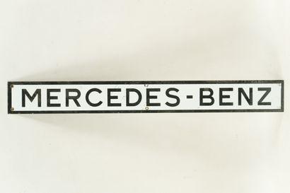 MERCEDES BENZ (Automobiles).  Sans mention d'émaillerie, vers 1960.  Petit bandeau...