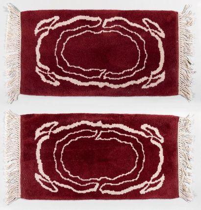 Pierre BOBOT (1902-1975) (d'après) Deux tapis rectangulaires à fond marron et entrelacs...