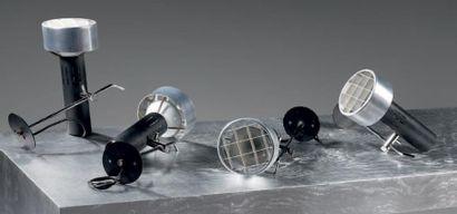 ALAIN RICHARD & DIDEROT (éditeur) Suite de quatre projecteurs orientables en métal...