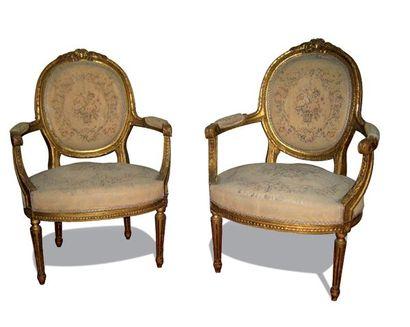 Paire de fauteuils en bois mouluré et doré,...