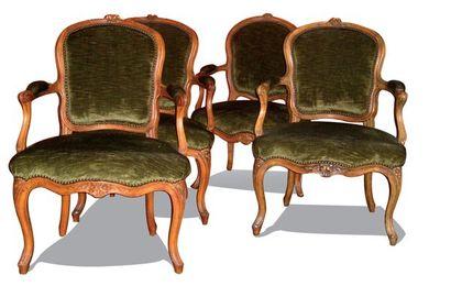 Suite de 4 fauteuils cabriolets en bois naturel...
