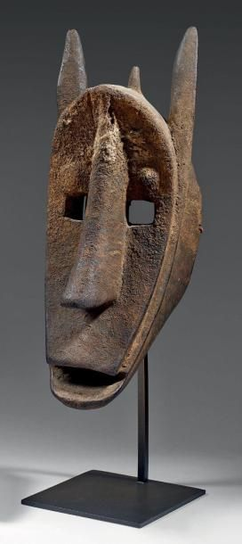 Très beau masque zoomorphe en bois «Suruku»...