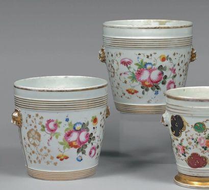 Paire de cache-pot blanc, or et fleurs. Louis-Philippe....