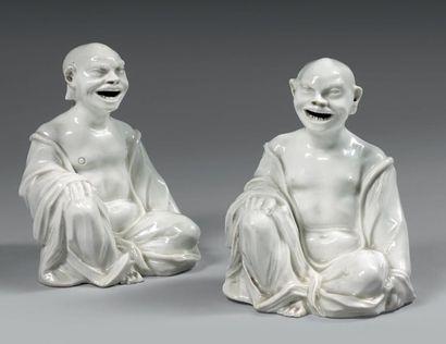 MEISSEN (PORCELAINE) Rare paire de chinois assis dans le style du blanc de Chine...