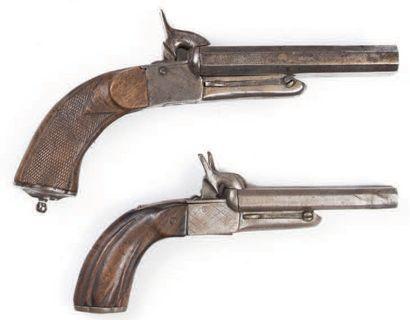 Lot de deux pistolets de vennerie de tailles...