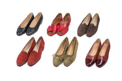LOT de 11 paires de souliers et sandales...