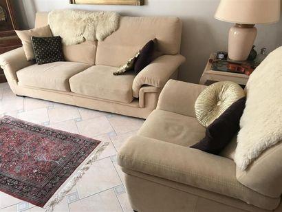 Mobilier de salon comprenant deux canapés,...