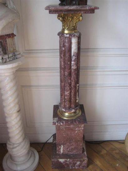 Paire de selettes en marbre rouge (verifier...