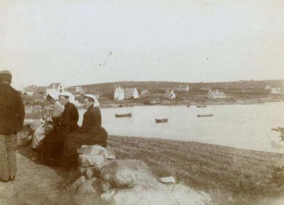 Ensemble de 24 photographies vers 1900. Tirages...