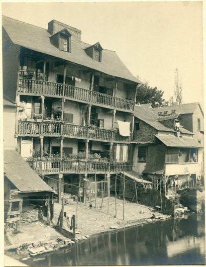 RENAULT. Rennes, vieilles maisons, vers 1910....