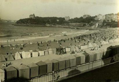 WIDE WORLD PHOTOS. Dinard, la plage vers...