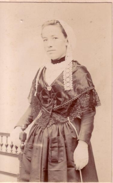 E.PRESSARD . Belle Ile en Mer, jeune fille,...