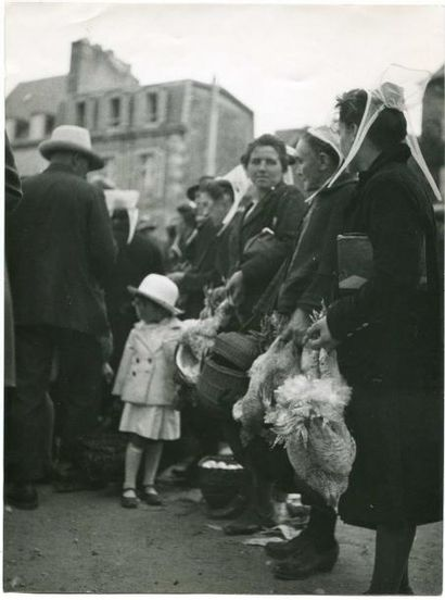 Scène de marché, vers 1930. Tirage argentique...