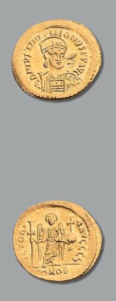 JUSTINIEN (527-565) Solidus. Constantinople....