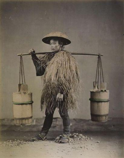 Photographe non identifié. Japon, un porteur,...