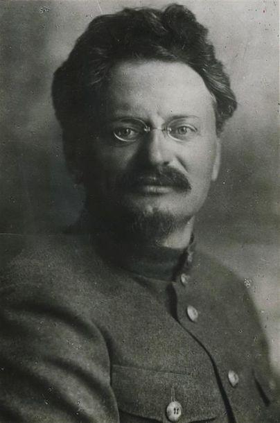 Photographe non identifié. Portrait de Léon...