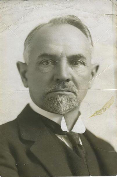 Photographe non identifié. Portrait de Leonid...
